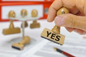1160645_les-entreprises-face-a-la-barriere-des-normes-web-tete-021364401571_660x439p